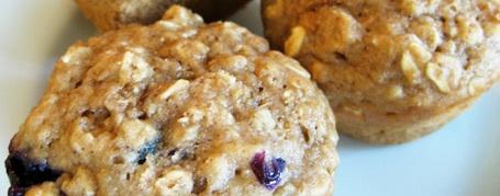 oatmeal-blueberry-applesauce-muffin