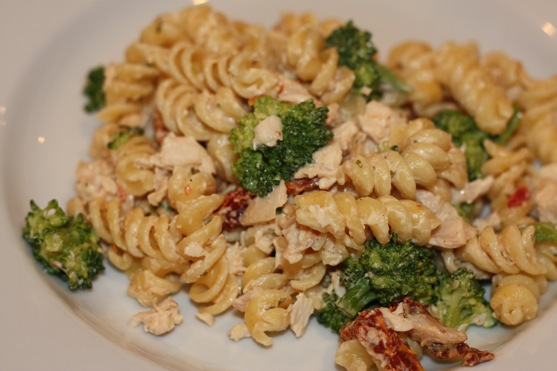 Chicken-Broccoli Mac & Cheese | The Picky Apple