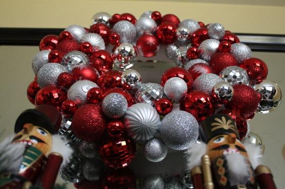 Ornament Ball Wreath   The Picky Apple