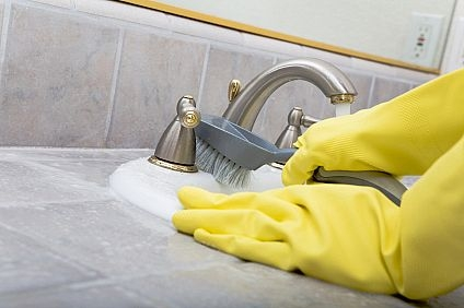 CLEAN In How To Clean Your Bathroom In Minutes The Picky - To clean the bathroom